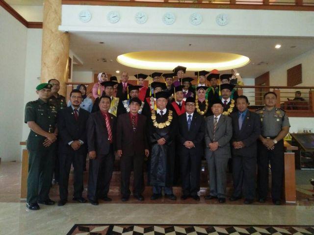 Panitera Pengadilan Agama Jambi Hadiri Undangan Wisuda Universitas Batanghari ke 41