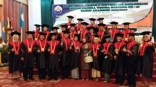 Wisuda Pascasarjana Hakim dan Pegawai PA Jambi Di Universitas Batanghari UNBARI